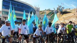 Место старта велопробега. Алматы, 12 августа 2012 года